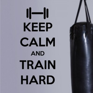 Keep calm and train hard naklejka