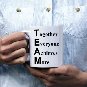 Together Everyone Achieves More kubek