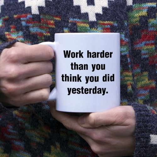 Work harder than you think you did yesterday kubek standardowy 330 ml